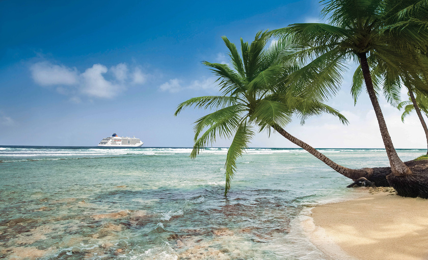 MS Europa 2 in de Caribbean